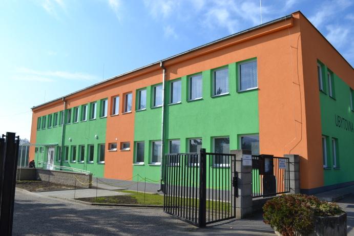 653575ab53d Nachází se v areálu Sportovního a technického zařízení města (u fotbalového  hřiště)